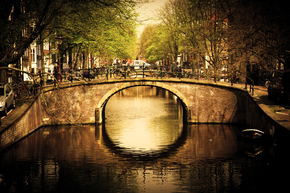 romantisk bro i Amsterdam