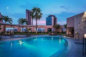bassengområdet på four seasons hotel i singapore