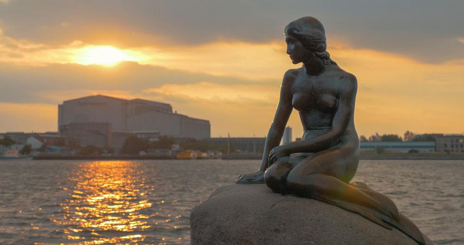 den lille havfruen statuen